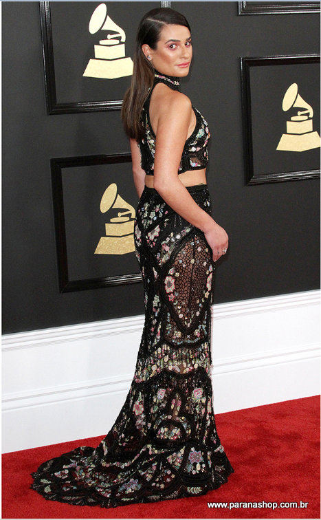 Chrissy Teigen e Lea Michele vestem Roberto Cavalli para o 59th Annual Grammy Awards