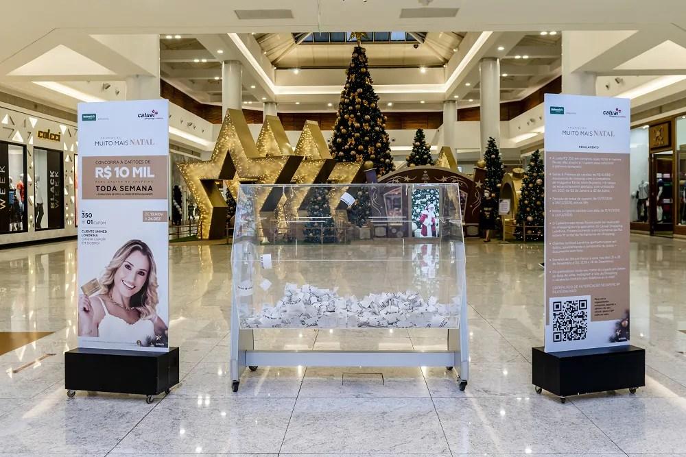 Catuaí Shopping entrega cartões de R$ 10 mil da campanha de Natal