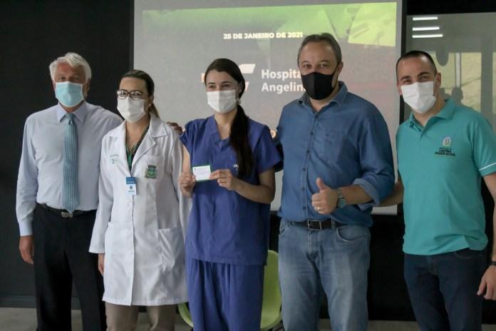 Começa a vacinação contra a Covid-19 para profissionais da saúde no Hospital Angelina Caron