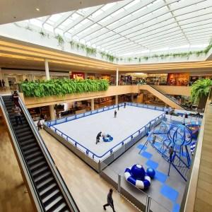 Jockey Plaza Shopping promove apresentações de patinação no gelo