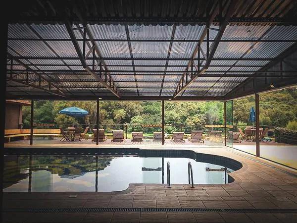 Hotel em Tijucas do Sul, no Paraná, oferece hospedagem perto da natureza e atividades ao ar livre
