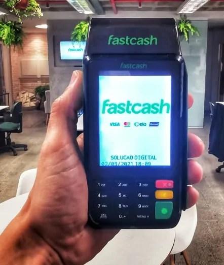 Nova máquina de processamento de cartões agrega serviços financeiros para empreendedores individuais, empresas de varejo e franquias