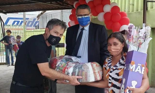170 mães da Vila Torres recebem 2,5 toneladas de alimentos da Corrente de Esperança Condor