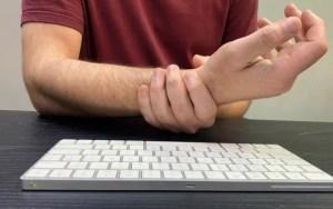 Médico especialista lista sinais de alerta e dicas para evitar dores articulares
