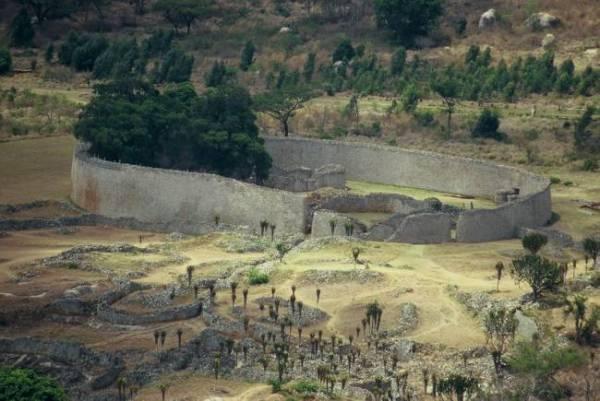 Большое Зимбабве - заброшенная цитадель карликов (8 фото)