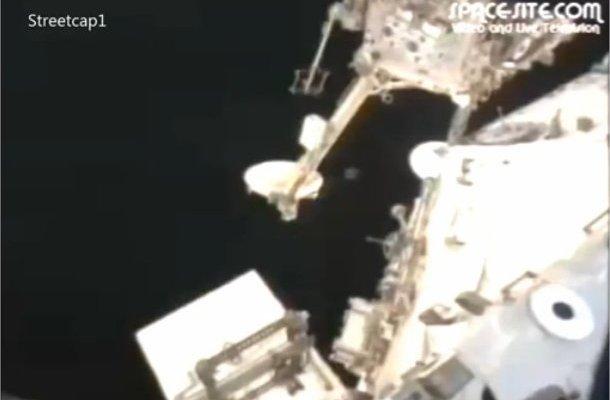ISS: Un ovni en forme de cube autour de la station