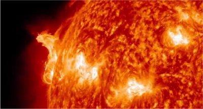 Deux éruptions solaires de catégorie X filmées par la NASA
