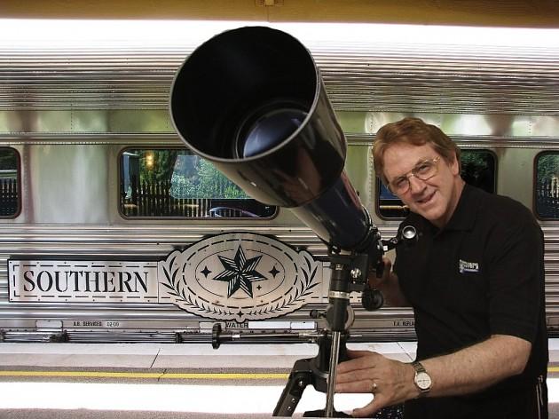Dave Reneke est un astronome australien, un conférencier et un auteur qui dirige des programmes d'astronomie pour les écoles.