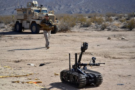 us_military_with_robot