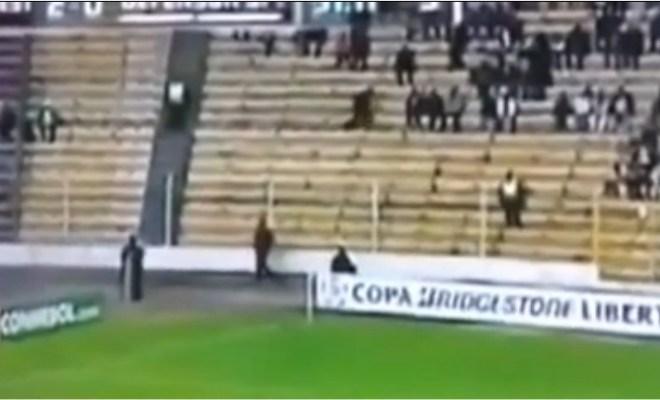 Un fantôme dans les estrades d'un match de soccer?