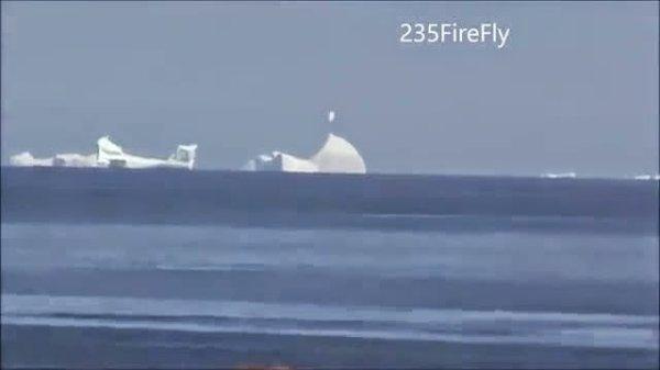 Un étrange morceau de glace observé « volant » au-dessus d'un iceberg