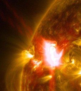 Une incroyable éjection solaire filmée de façon inédite