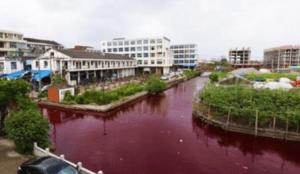 Chine : une nouvelle rivière a viré au rouge-sang