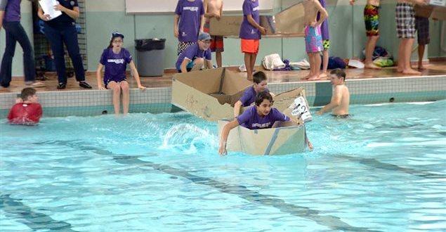 Course de bateaux de carton à Edmonton