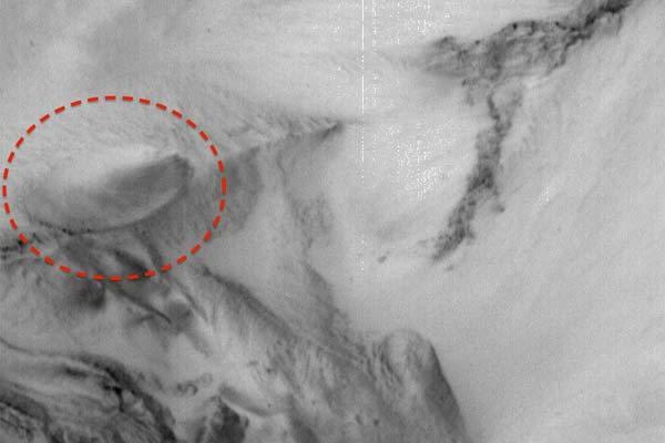Vaisseau extraterrestre découvert sur la surface de Mars