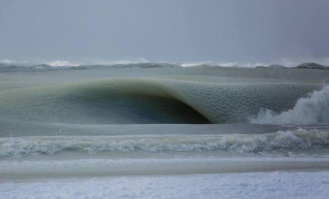 D'impressionnantes vagues (presque) gelées aux États-Unis