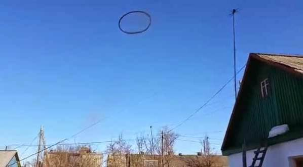 Ovni: Un anneau noir dans le ciel effraie tout le monde au Kazakhstan