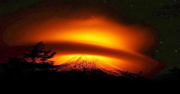 Chili: Images éblouissantes du volcan Villarrica en éruption