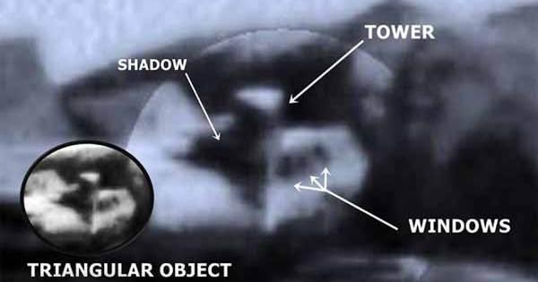 Une base extraterrestre située au sommet d'une colline sur Mars