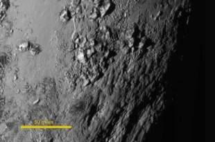 De hautes montagnes sur Pluton