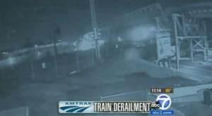 Les enquêteurs d'AMTRAK disent qu'un Objet Volant a percuté le Train et a émis un Flash juste Avant