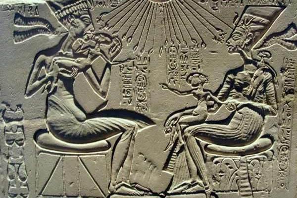 Les extraterrestres sont-ils responsables pour la création de l'espèce humaine? Les anciens textes disent que oui