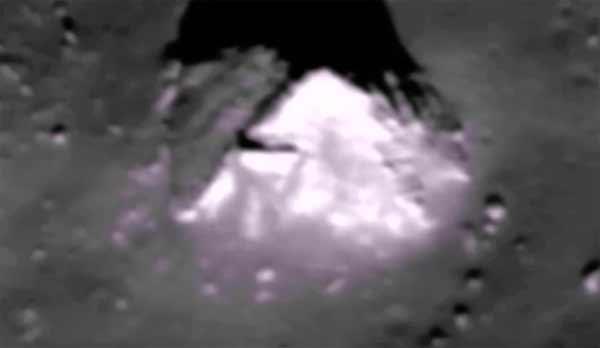 Une très belle Ancienne Pyramide Découverte sur la Lune