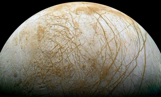 Sur Europe, une lune de Jupiter, un océan est semblables aux nôtres