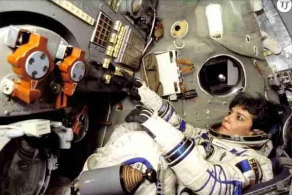 «La Terre doit être prévenue !» : Cette astronaute a-t-elle vraiment crié cette mise en garde avant sa TS ?
