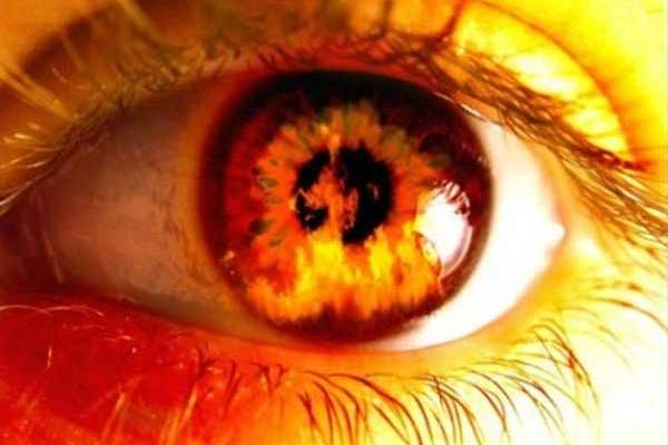 Un homme meurt, entre dans la dimension de l'enfer et entend un démon parler