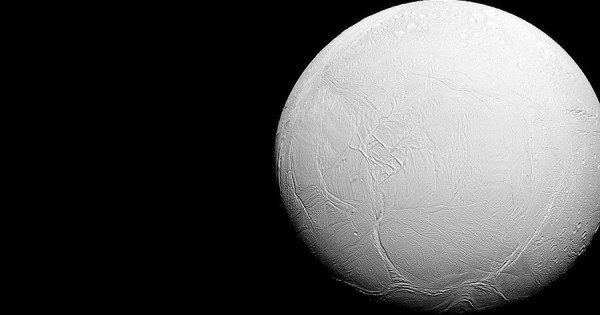 La NASA annonce qu'Encelade, une Lune de Saturne, abrite une vie extraterrestre !