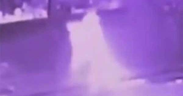 Vidéo: Apparition fantomatique prise par une caméra de surveillance