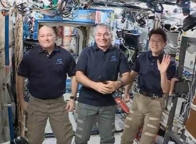 Vidéo: Un mystérieux glitch est la preuve que la station spatiale est un fake sur un fond vert