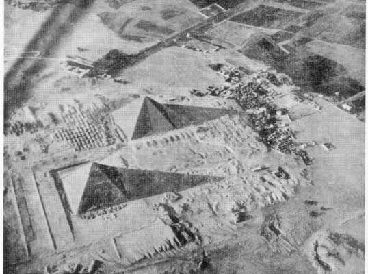 La grande pyramide de Gizeh a huit faces