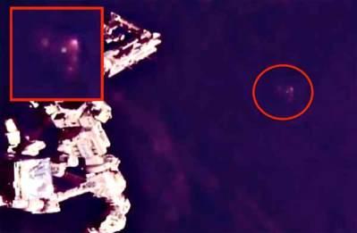 Vidéo: Un Ovni Triangulaire observé depuis l'ISS en direct le 14 avril 2018