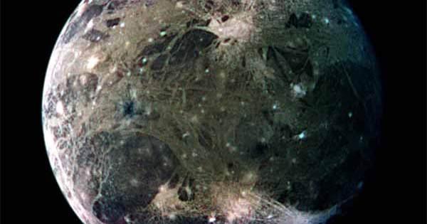 La lune de Jupiter Ganymède est pilonnée par une pluie de plasma