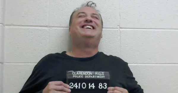 Il gagne à une loterie et est arrêté pour avoir déposé 224 000 $ de fumiers sur la pelouse de son ancien employeur
