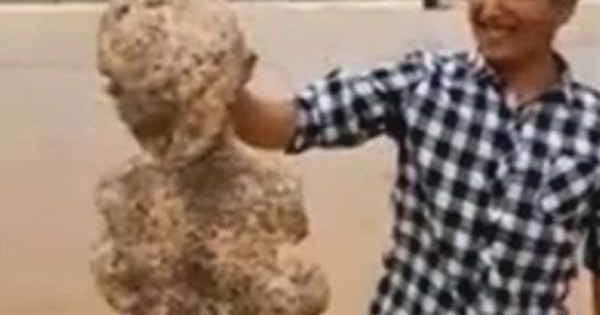 Vidéo: Cette créature HUMANOÏDE s'est échouée en Chine