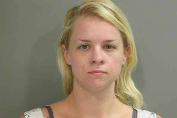 Elle se fait passer pour une adjointe d'un shérif en Californie… pour libérer son petit ami dans une prison en Arkansas
