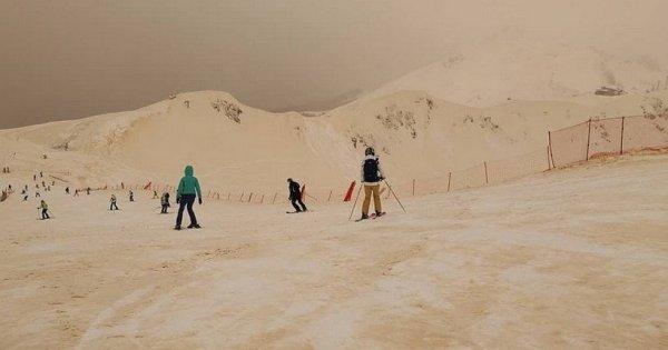 Phénomène météo bizarre: de la neige orange est tombée en Europe de l'Est