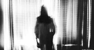 En Angleterre, une femme a accusé son voisin d'avoir lâché un fantôme chez elle