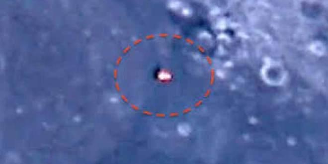 Ovni: Un vaisseau avec des propulseurs passe devant la Lune