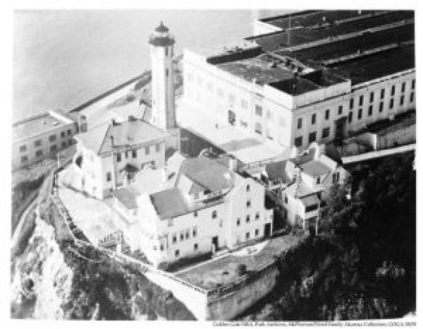 wardens-house-and-the-alcatraz-lighthouse-c1940s-1950s