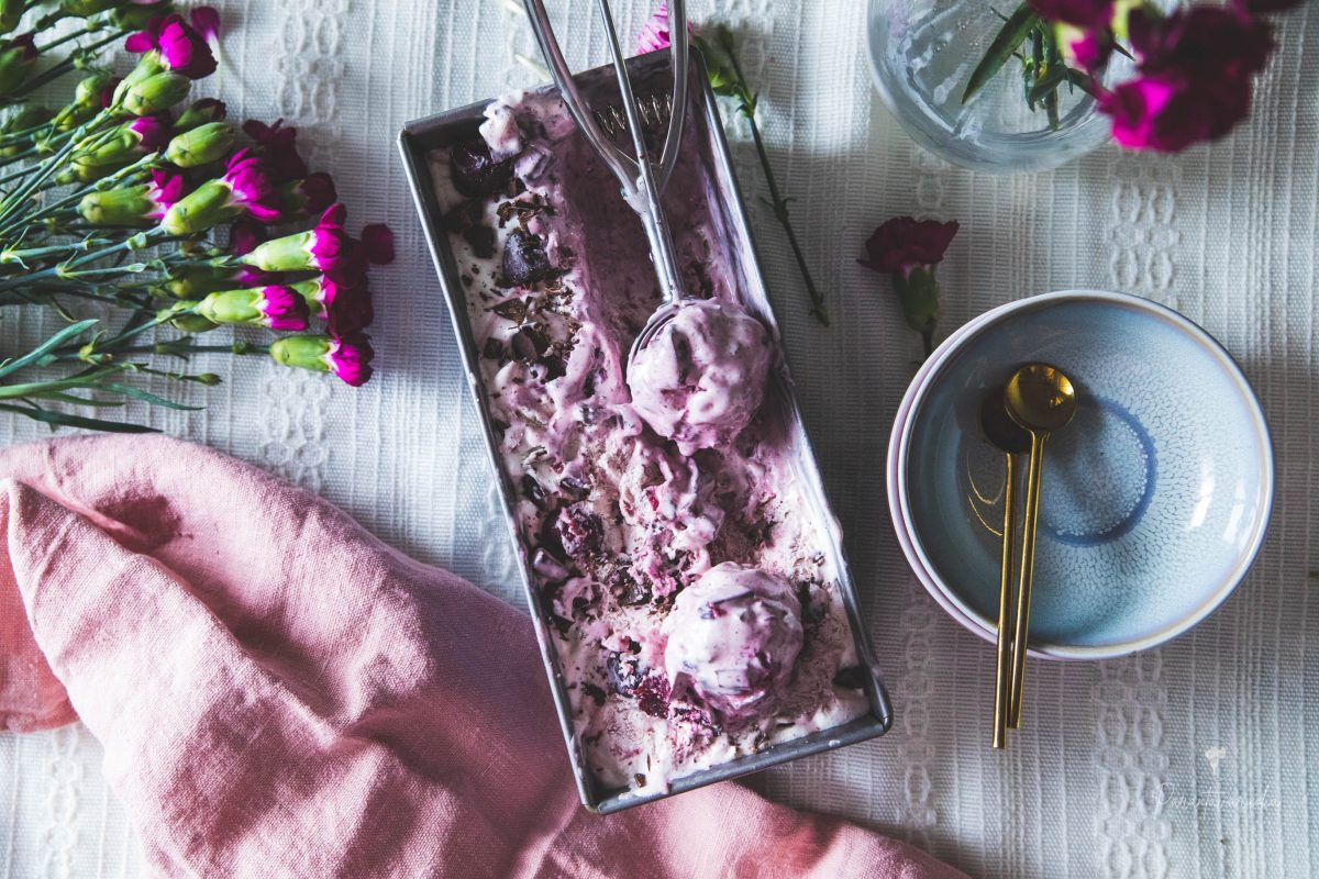 kirsikka-suklaajäätelö