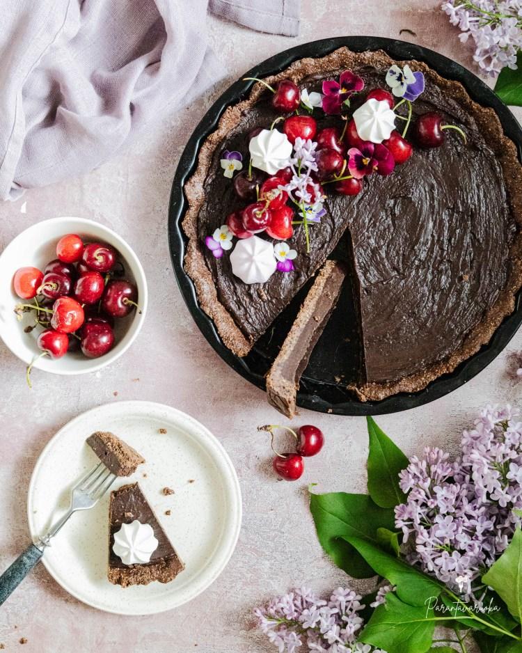Suklaapiirakka riisikakkupohjalla