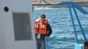 Tentando não passar vergonha na parte de trás da embarcação — onde balança menos, fica a dica rs