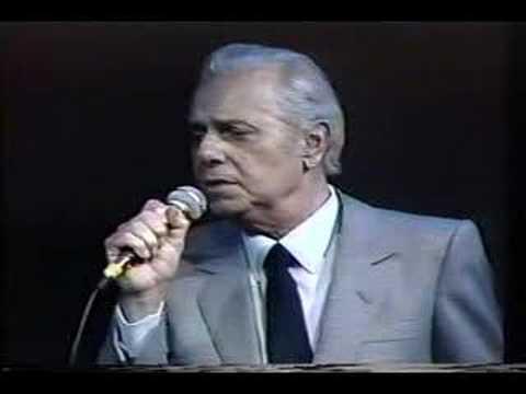 Dick Farney, um carioca nascido a 14 de novembro de 1921