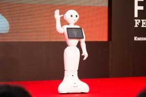 soledad robot tercera edad
