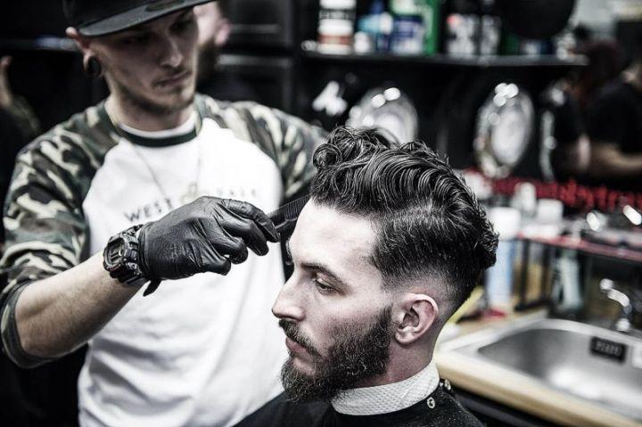tukang cukur rambut Jenis Pekerjaan yang menghasilkan Jasa