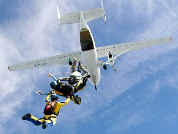 Стрибки з парашутом в Києві на аеродромі Чайка - ПАРА-СКУФ